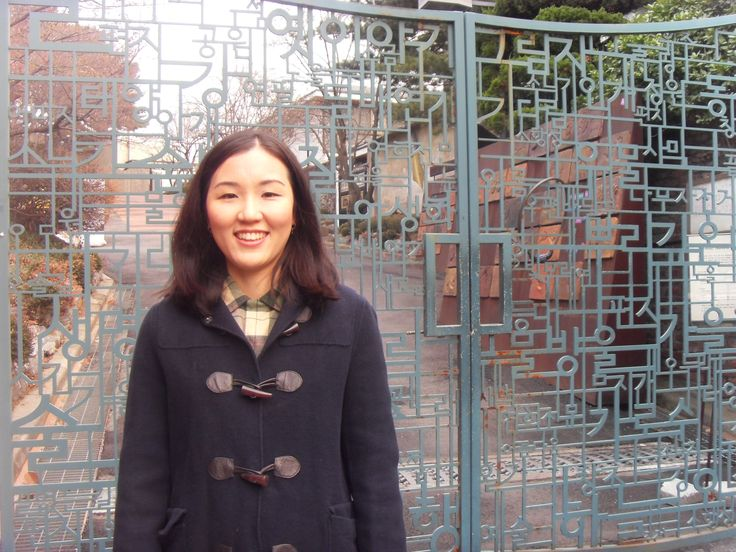 On the way to SARUGA Shopping Center. In front of the door of Seoul Art Space Yeonhui.