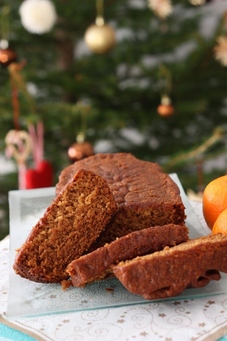 : Pain d'épices moelleux ✯ recette suédoise d'antan 300ml de farine (soit 180g environ) 150ml de sucre roux (j'ai oublié de faire la conversion en grammes pour vous … comptez les ¾ d'un verre à eau !) 1 cc de cannelle moulue 1 cc de clou de girofle moulu 1 cc de gingembre moulu 1 cc de bicarbonate 100g de beurre (oui, bon, c'était Noël hein !) 110g de crème fraiche (oui, bon, c'était Noël hein ! – déjà utilisé comme argument ?) 100ml de lait 50ml de miel tout melanger cuire40/45mn à 175 °C