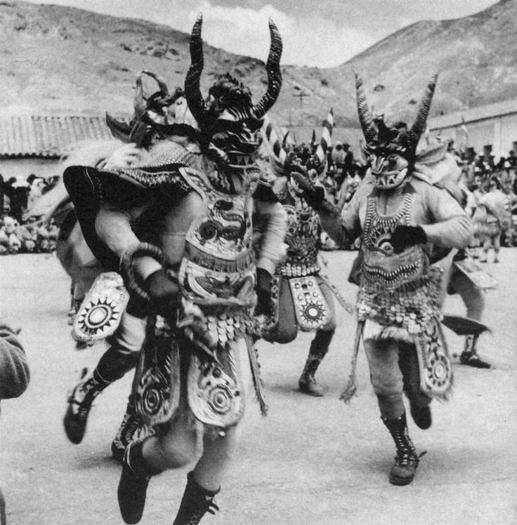 La Puerta de los Diablos. La diablada, Oruro. William Caskey