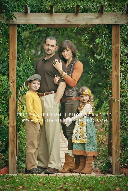 love these colors and outfits for family shots