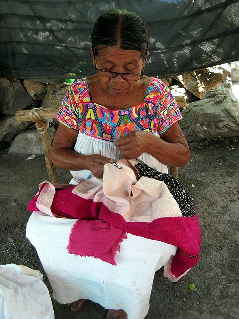 "Otomi woman - Lo hecho en #México esta bien hecho [Trans: ""That which is made in Mexico, is well made in Mexico""."