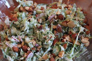 Marias Madside: Sommersalat med spidskål, radiser og salte mandler...