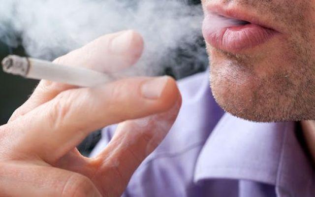 Foto | Per Tutti i Fumatori Nuove Regole Da Settembre 2015 - Vietato Fumare In Auto e Stop Ai Pacchetti Da 10 La direttiva preveda «novità importanti», a partire dal divieto di fumo in auto davanti a minori e donne incinte. «Il decreto legislativo che recepisce la direttiva Ue - ha spiegato Lorenzin durante  #fumatori #nuoveregole #legge #sigarette