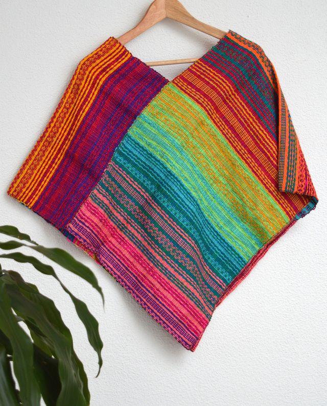 Poncho neon pastel #handmade #sedaypunto #indiedesign #hechoamano #diseñoindependiente #currucutu #accesorios #accessories