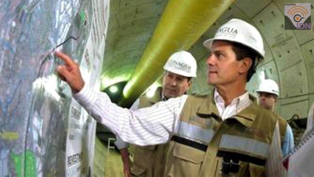 El presidente Peña Nieto recorrido la zona donde se construye el Túnel Emisor Poniente II (TEP II), en su primera etapa, para supervisar los trabajos que se iniciaron en enero de 2014. Este Túnel Emisor Poniente II, reducirá el riesgo de inundación en los municipios mexiquenses de Naucalpan, Tlalnepantla de Baz, Atizapán de Zaragoza y Cuautitlán Izcalli, en beneficio de 2 millones de habitantes de la zona. El presidente Enrique Peña Nieto, agradeció el esfuerzo de los trabajadores de la…