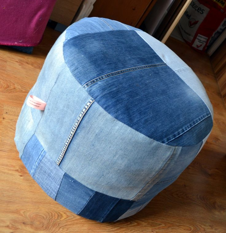 jeans into seat. Recycled by La Rosette
