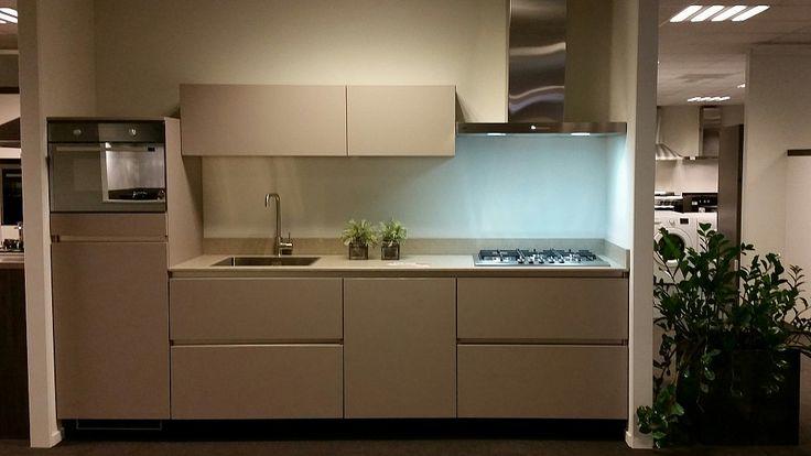 Keukenloods.nl - Keuken Parijs Clay. Inclusief Pelgrim apparatuur en Indesit vaatwasser. (Showroom: Nederweert)