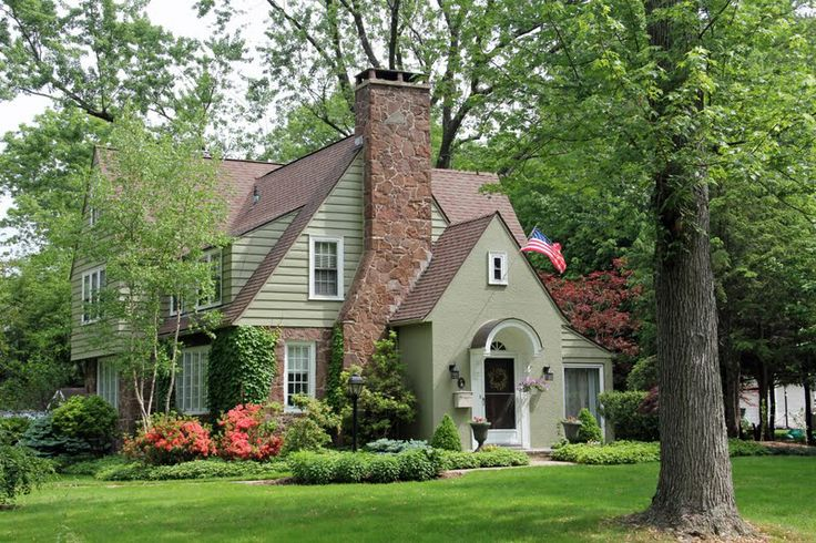 Green paint white trim brown roof ideas house design - Brown house with green roof ...