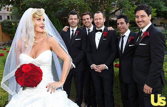 A very NKOTB wedding! Donnie Wahlberg's New Kids on the Block bandmates Jordan Knight, Joey McIntyre, Danny Wood and Jonathan Knight served as groomsmen.
