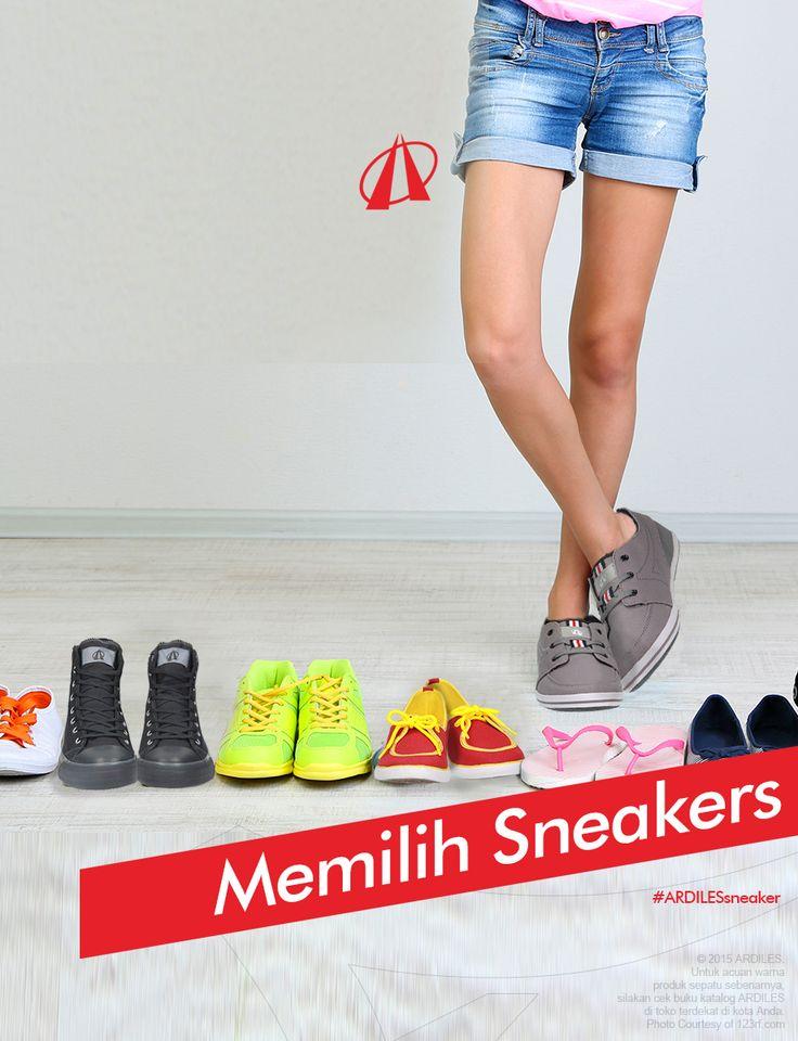 1.Ketahuilah ukuran kaki. 2.Jangan terpaku pada nomor sepatu yang biasa dibeli. 3.Membeli sepatu sore hari, sebab pada saat itulah kaki mu mencapai ukuran terbesar setelah menjalani aktivitas seharian. Oleh karena itu bila beli pada sore hari kamu akan mendapatkan ukuran sepatu yang benar-benar pas. 4.Harus dicoba dulu. 5.Cermati bahannya.  Kalau kamu mau membeli sneakers beli aja ARDILES di www.ardilesmetro.com. Sepatunya nyaman, anti selip dan modelnya trendy.