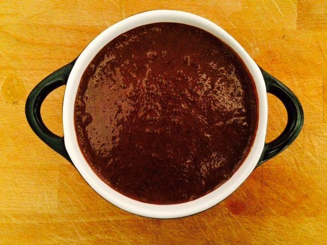 Ben jij ook zo dol op chocolademousse? Dan hebben wij van www.budgi.nl een makkelijk recept om de mousse nu zelf te maken. #koken #bakken #chocolade #mousse #koffie #likeur #recept #goedkoop #tips #budget #budgi