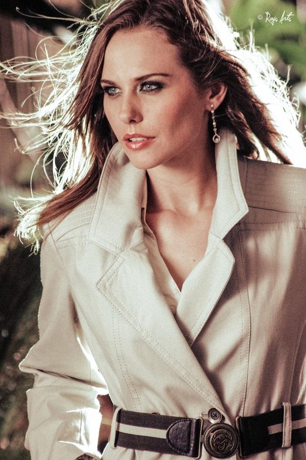 Modelo: Marilia Kuhnen   Fotografo: Ronny Yax  © 2013 Ronny Yax · Rays Arts