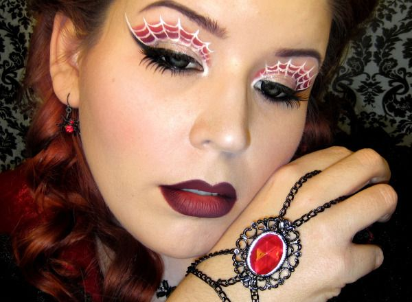 You need to see these seriously amazing Halloween makeup ideas.