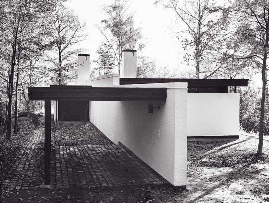 Line between the past and the present: House by Friis & Moltke, Arhaus, Denmark, 1965.