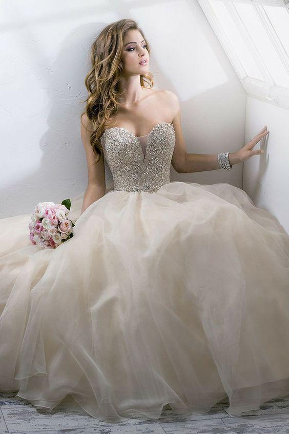 Vestidos de novia ampones con pedreria