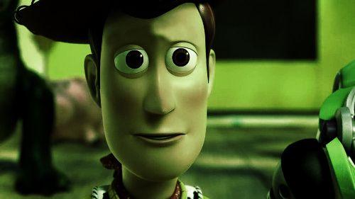 Figura detallada de Woody con diseño fiel a la película. Toy Story