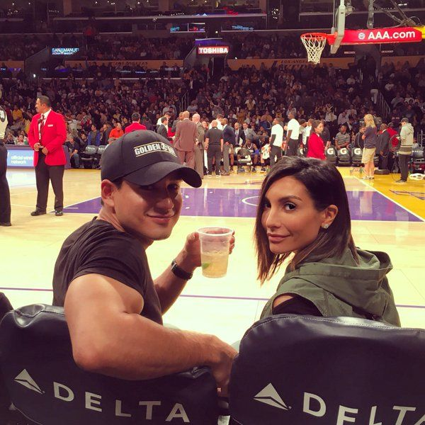 Courtside Lakers & Kobe Bryant isn't even playing! Killin me... A good look at the young squad tho - Mario Lopez w/ Courtney Lopez 3/8/2016