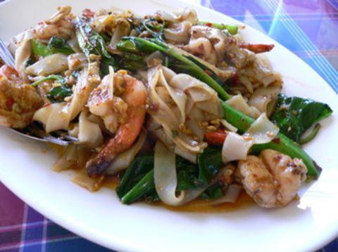 Острая тайская лапша с креветками