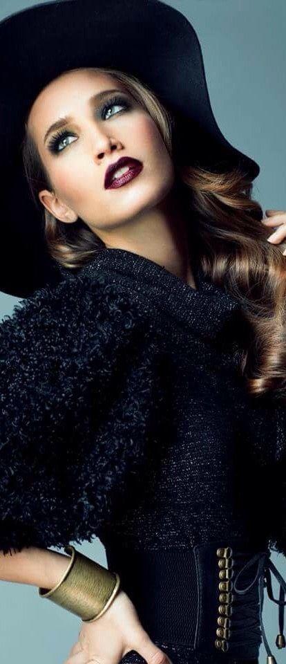 Fabulous women with Fabulous Hat !