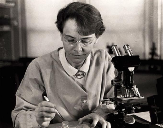 Barbara McClintock (Estados Unidos, 16 de junio de 1902- 2 de septiembre de 1992), premio Nobel de Medicina en 1983.