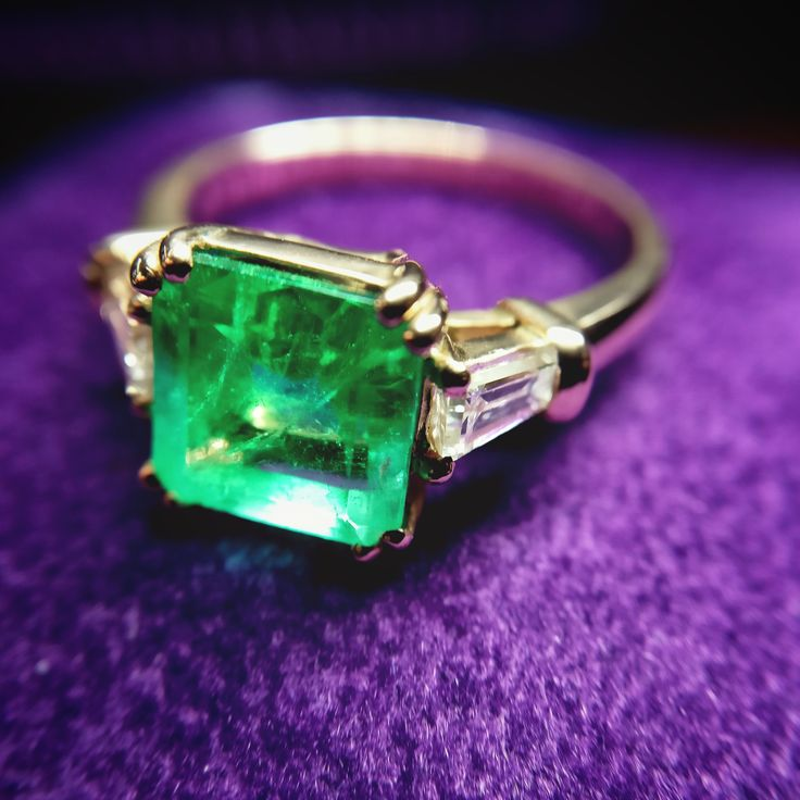 18k Pink Gold Engagement Ring with Central Colombian Emerald 2.50ct  and Sides with Trapezoidal Diamonds 0.605ct F/Vvs1.   www.adam-eve.ro Adam & Eve Diamonds | Experts in engagement rings  #adamevediamonds #adpersonam #accessories #rings #jewels #jewelry