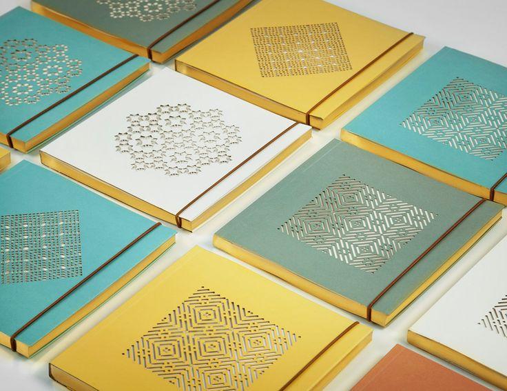 Diseño de libreta mashrabiya para la marca de Kuwait Zeri Crafts. Corte láser de motivo árabe y cantos teñidos de dorado.