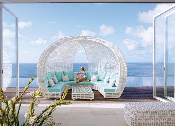 #excll #дизайнинтерьера #решения В одном из наших предыдущих постов мы уже говорили о садовой мебели, но сегодня мы остановимся на бренде Skyline Design, который всемирно известен своей мебелью из синтетического волокна, похожего на ротанг.