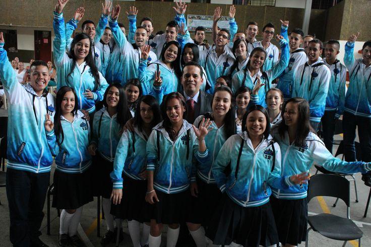 Entrega de chaquetas Prom 2015 a los alumnos de la I.E El Rosario
