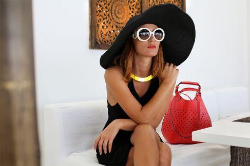 Carmen Negoiță anunță tendițele în modă pentru această vară. Uite ce trebuie să porți atunci când mergi la plajă!