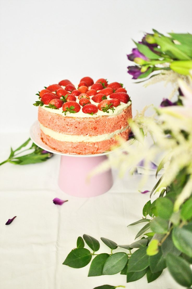 Celebrate special occasions with style by making this easy and fun modern cake stand for less than $10