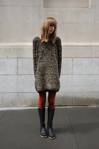 Long sweater, red tights, tall boots - nice outfit.