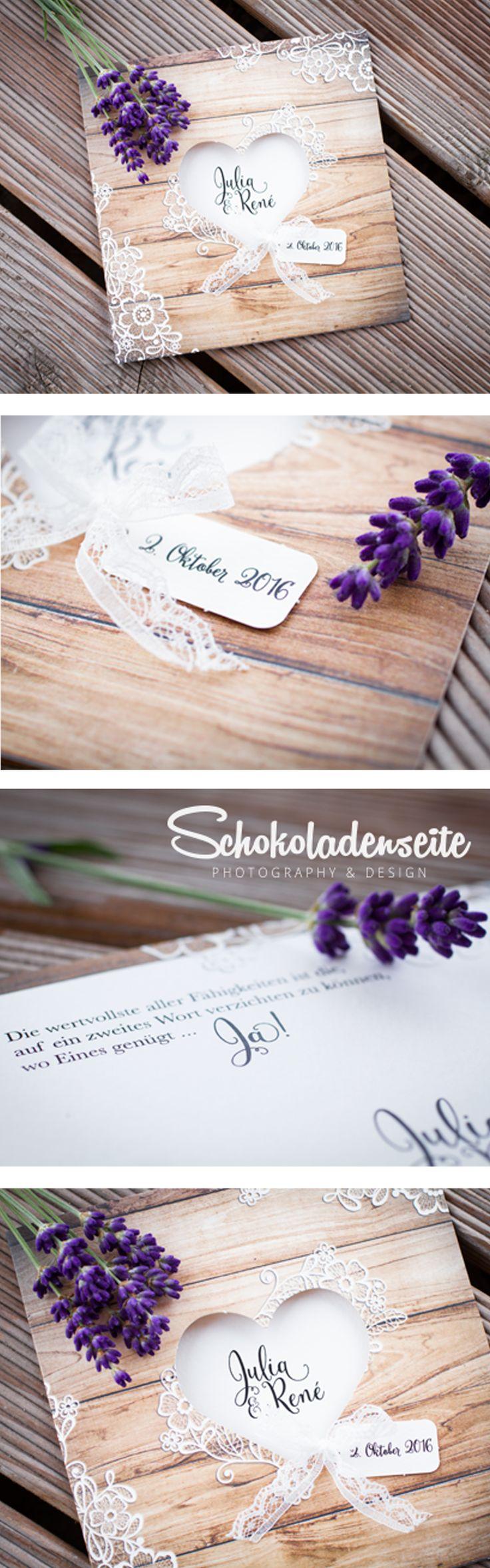 Eine unserer bezaubernden Hochzeitseinladungen in Holzoptik. Mit wundervollen…