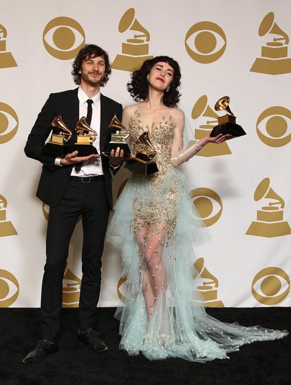 Grammy 2013, las parejas de moda y música sobre la alfombra roja