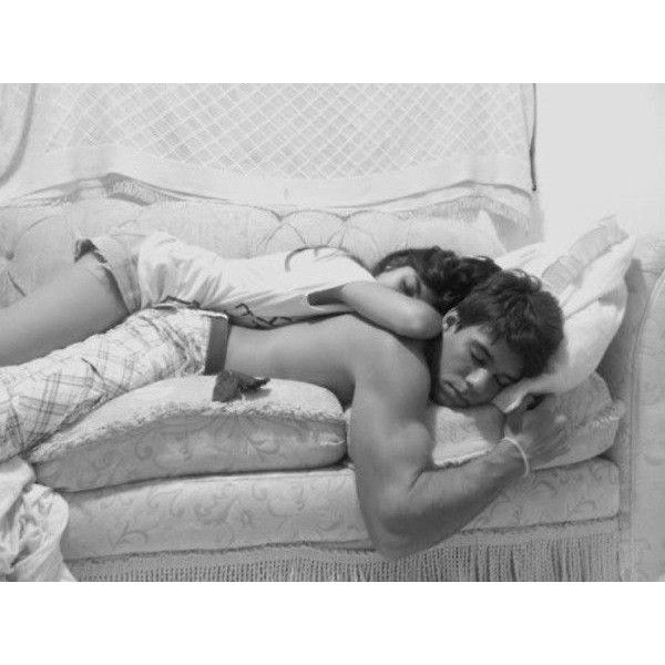 How Couples Sleep (30 Photos) ❤ liked on Polyvore featuring couples, pictures, people, relationships and backgrounds