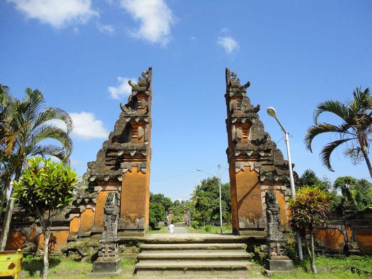 Pura Lingsar Nusa Tenggara Barat