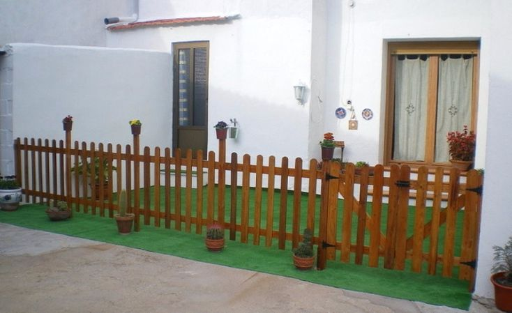 cerca de madeira maciça-preço por metro linear- pintada