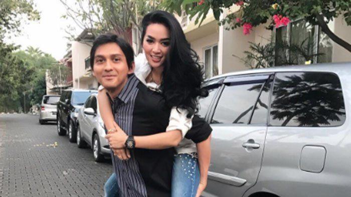 Tiara Dewi Dinilai Lebay Saat Unggah Video Siapkan Baju Suami, Syahrini KW Dicibir Bak ABG