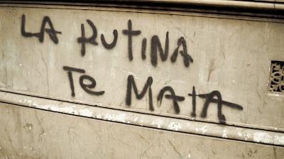 Carteles y graffiti de Buenos Aires: La rutina