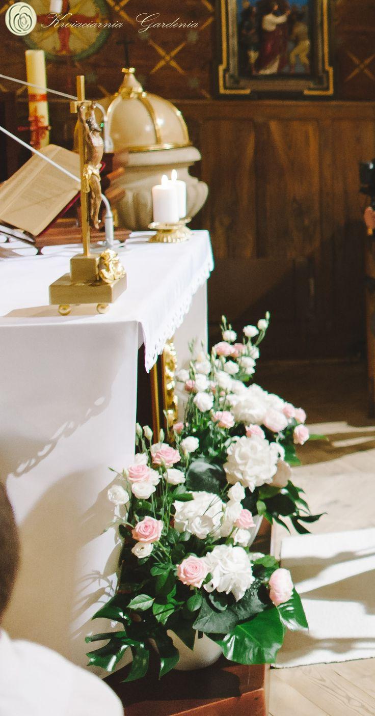 wedding church flower arrangements