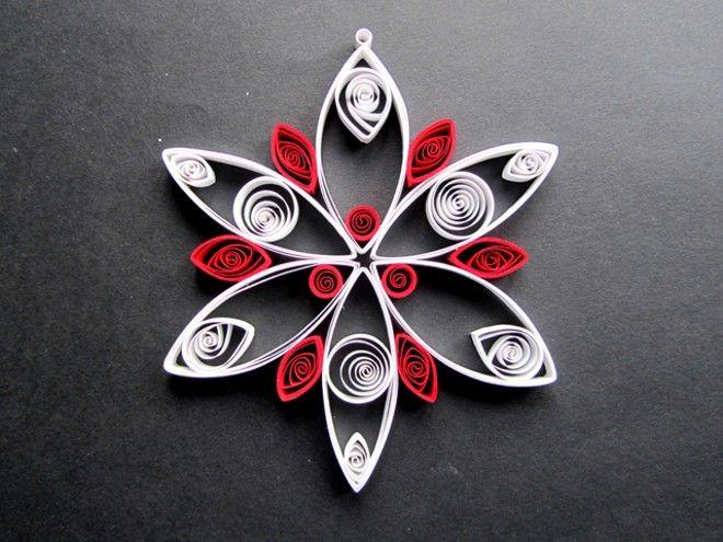 Stella natalizia in carta rossa e bianca