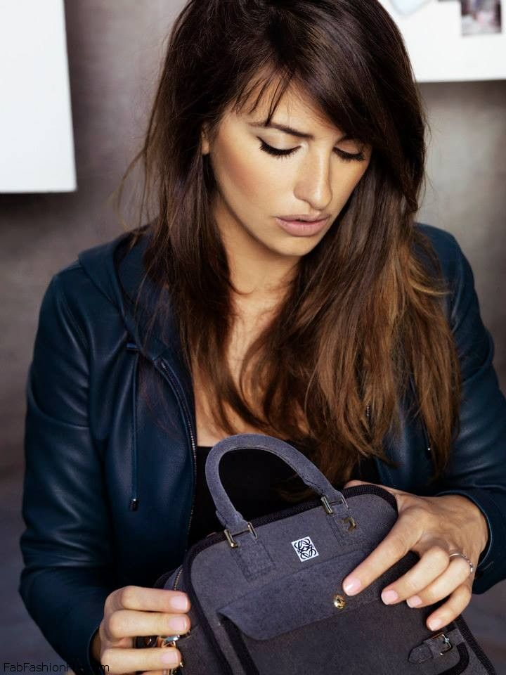 "Penelope and Monica Cruz present the ""Cruz bag"" by Loewe"