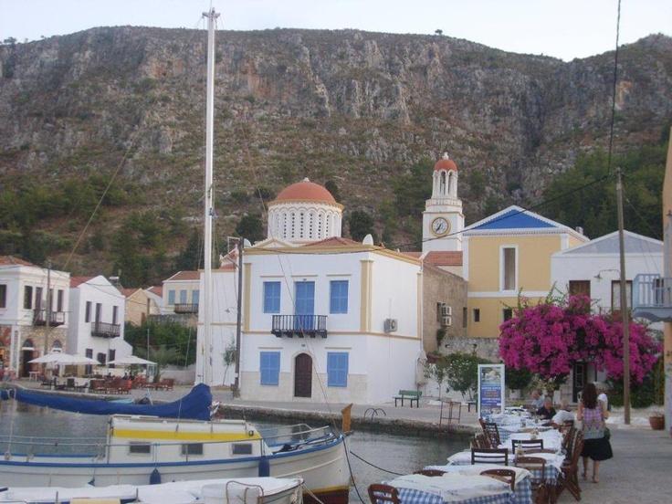 Adada bir 2 kilise (biri camiden dönmüş), müze, küçük bir hastane ve onlarca güzel balık restoranı var. Balık restoranlarında kalamar, karides, çupra, levrek... Daha fazla bilgi ve fotoğraf için; http://www.geziyorum.net/meis/