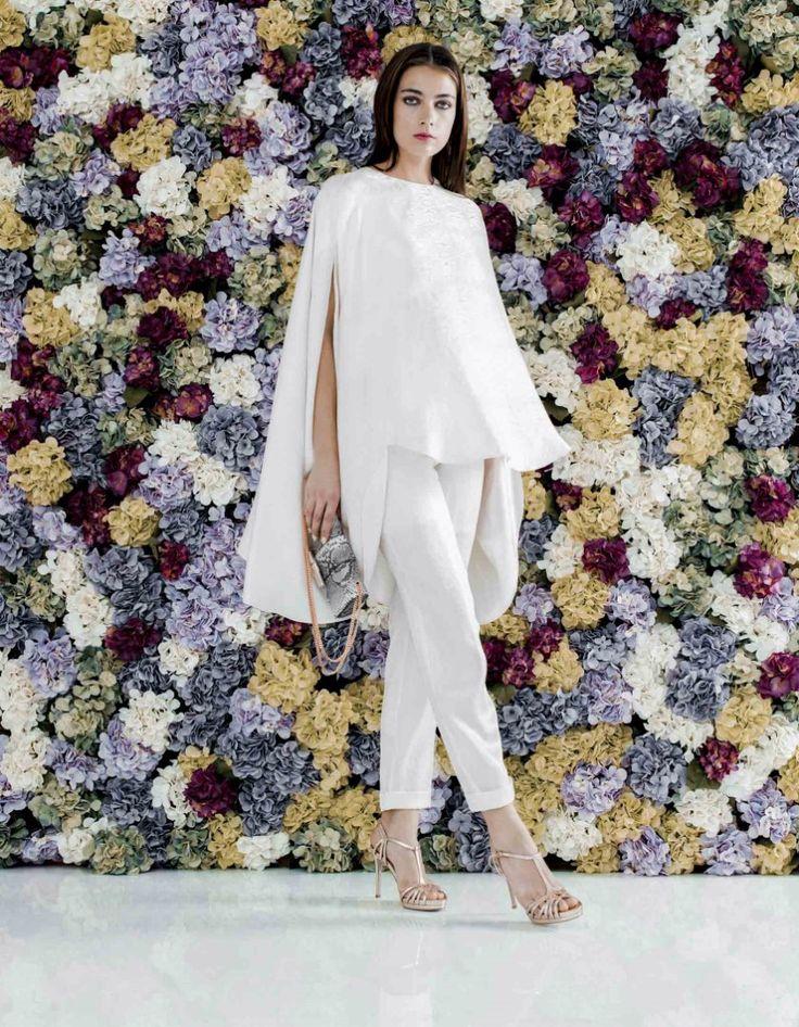 Look de Novia 2 piezas formado por túnica y pantalón capri en crepe de seda con estampado animal print.
