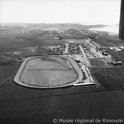 Il y avait des courses de chevaux à Rimouski!