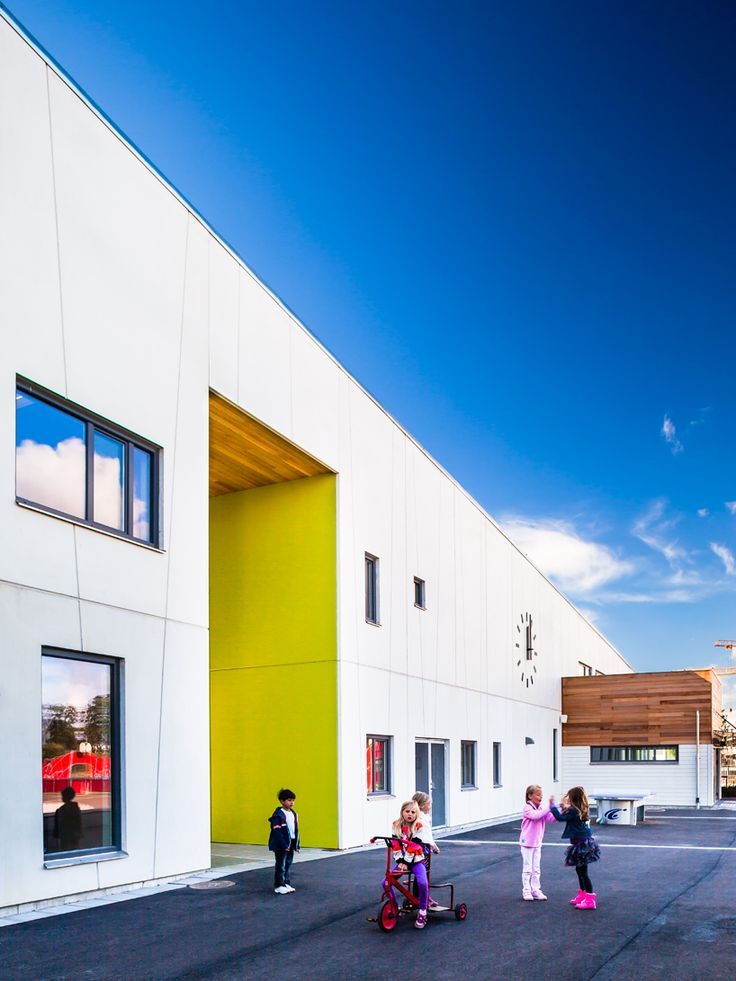 primary colors help children orient themselves at school