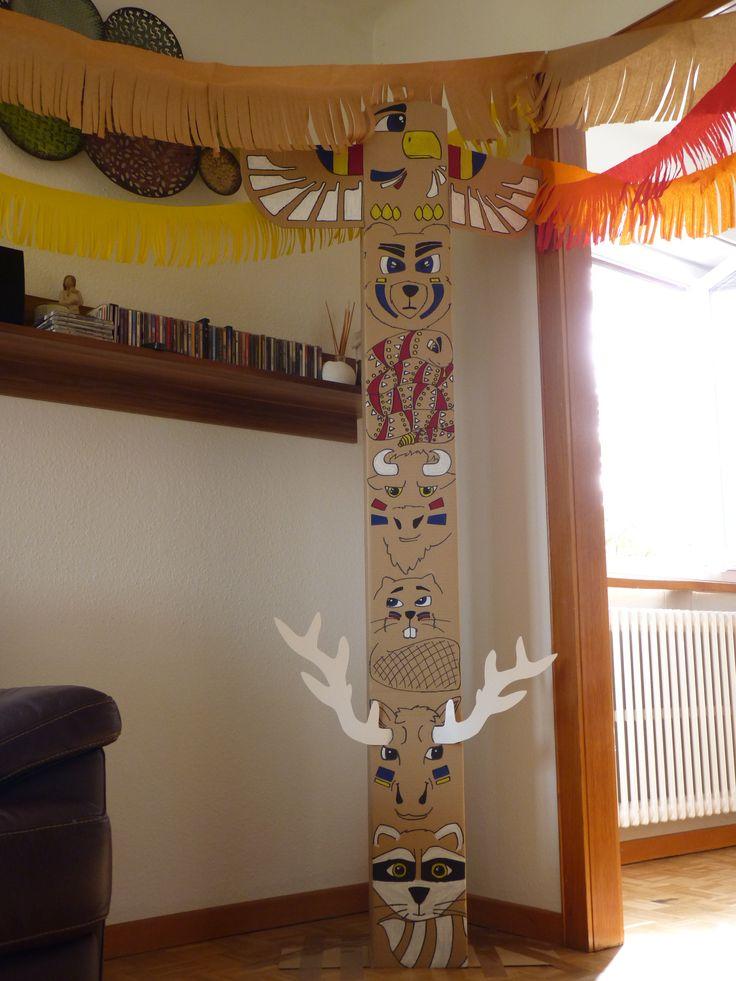 Totem pole, indian (native) birthday party.                                                                                                                                                                                 Más