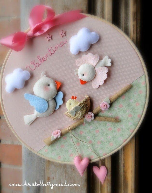 Porta de maternidade com bastidor, tecidos e feltro