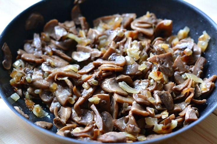 Салат «Зодиак» - пошаговый рецепт с фото: С отварной куриной грудкой, шампиньонами и консервированной кукурузой. - Леди Mail.Ru