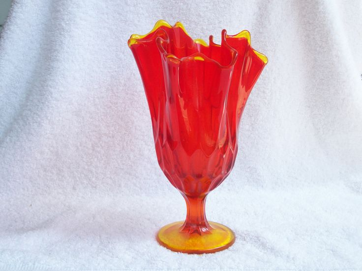1000+ images about Vintage Fenton Glass on Pinterest ... Ruffled Handkerchief Glass Vases Bedford, A