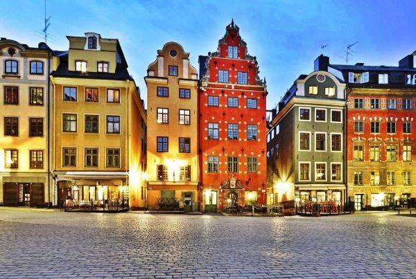 #Stortorget a #Stoccolma con i palazzi pittoreschi antichi ed il museo dei #nobel